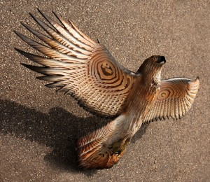 red.tailed.hawk.woodcarving